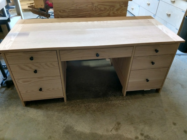 Drawer put in place in the desk