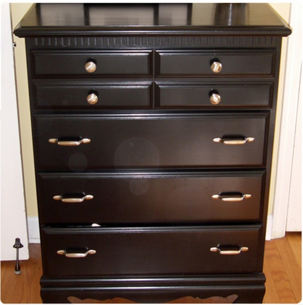Dresser using multiple style drawer pulls