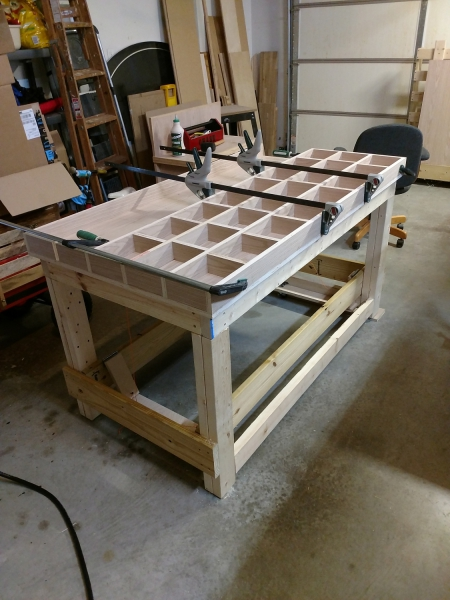 Clamping on pieces of the torsion workbench top