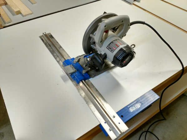 Circular saw with edge guide