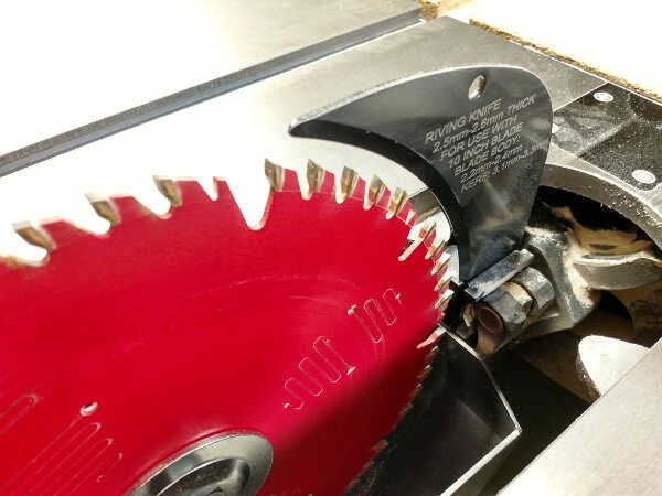 Table saw riving knife closeup