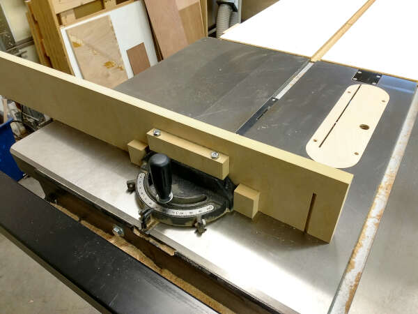 fence attached to the miter gauge
